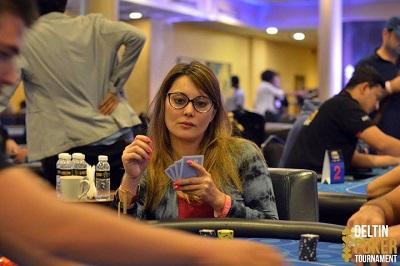 Hasil gambar untuk Minissha Lamba poker